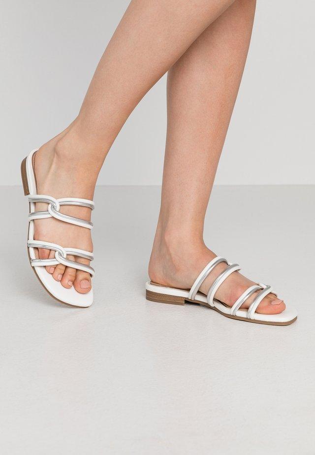 RAYLAN - Sandalias planas - white