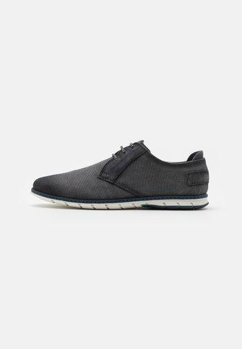 SILVAN - Zapatos con cordones - black