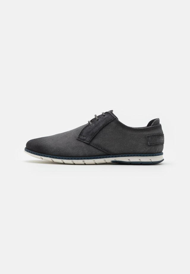 SILVAN - Sznurowane obuwie sportowe - black