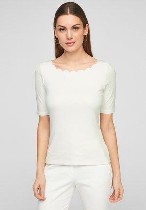 MIT MUSCHELSAUM - Basic T-shirt - soft white