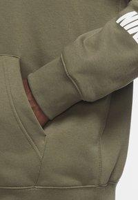 Nike Sportswear - REPEAT HOODIE - Zip-up hoodie - medium olive/white - 4