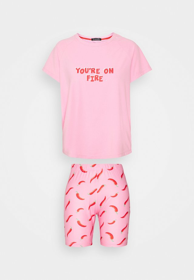 YOU'RE ON FIRE T-SHIRT WITH LEGGING SHORT - Pyjama - pink
