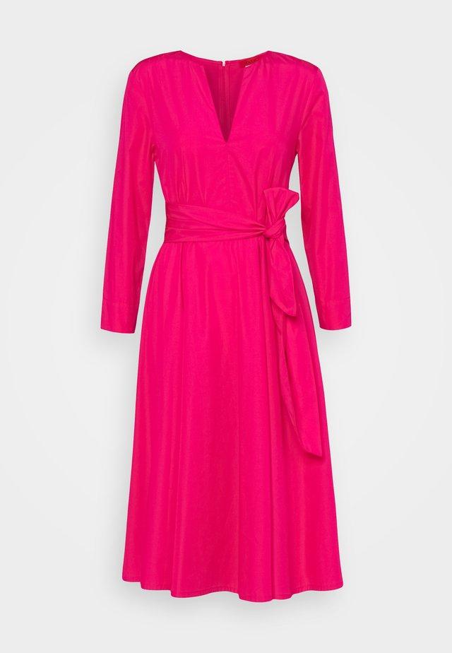 BANDOLO - Day dress - fuchsia