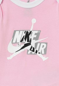 Jordan - JUMPMAN CLASSICS SET - Baby gifts - pink foam - 3