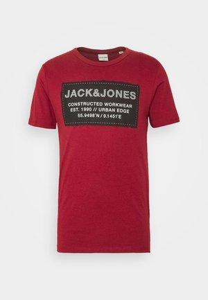 JCOSTORY TEE CREW NECK  - T-shirt z nadrukiem - sun dried tomato