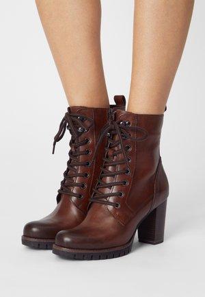 Lace-up ankle boots - cognac antic
