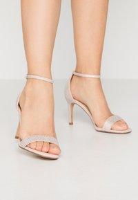 Head over Heels by Dune - MADDI - Sandales à talons hauts - nude/metallic - 0