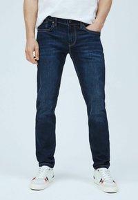 Pepe Jeans - Džíny Slim Fit - denim - 0