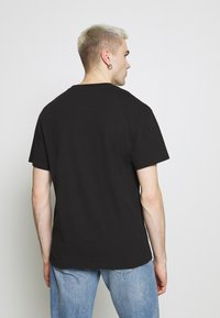 Tommy Jeans - FADED GRAPHIC TEE UNISEX - Print T-shirt - black - 2