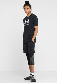 Under Armour - Triko s potiskem - black/white - 1