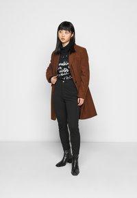 Even&Odd Petite - HIGH WAIST 5 pockets PUNTO trousers - Leggings - Trousers - black - 1
