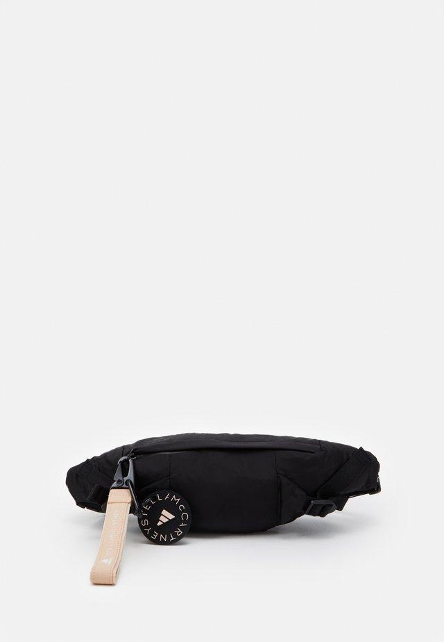 BUMBAG - Bandolera - black/white/apsior
