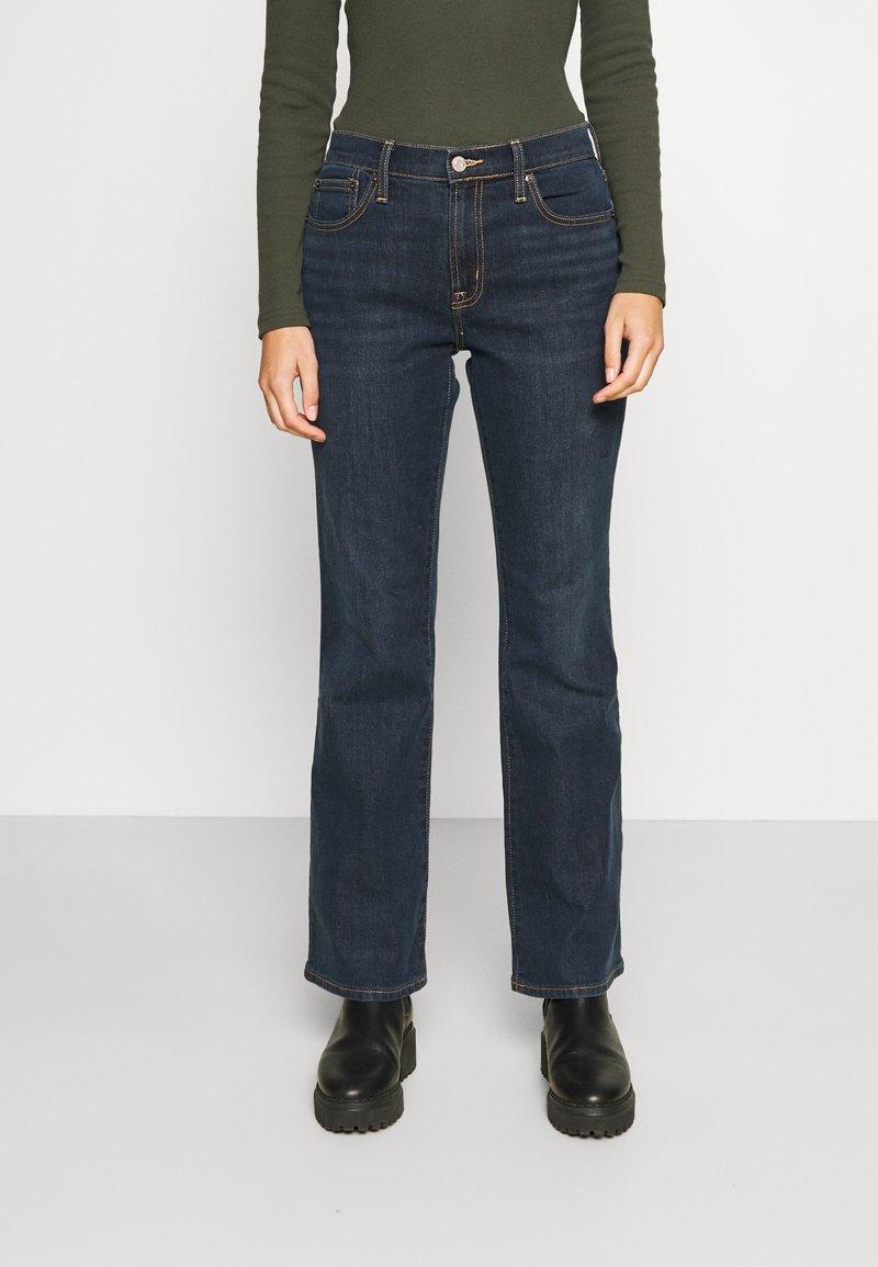 GAP - V BOOT PEARL - Bootcut jeans - dark rinse