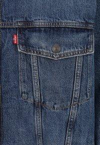 Levi's® Plus - BIG SHERPA TRUCKER - Denim jacket - television - 2