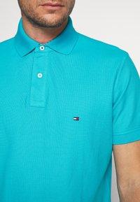 Tommy Hilfiger - REGULAR - Polo shirt - green - 4