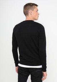 Jack & Jones - JJEBASIC - Stickad tröja - black - 2