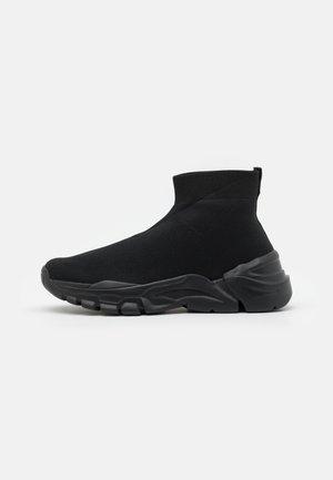 FLYKNIT - Sneakersy wysokie - black