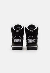 Ewing - CENTER WORN BY PATRICK IN 1991 SEASON - Baskets montantes - black/white - 2