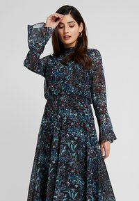 Hope & Ivy Petite - HANKY HEM MIDI DRESS WITH SLEEVE - Cocktail dress / Party dress - blue - 4