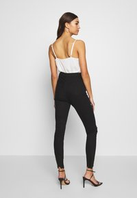 Missguided - SINNER HIGHWAISTED DESTROYED - Jeans Skinny Fit - black - 2