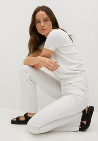 Mango - FLARE - Flared Jeans - white - 4