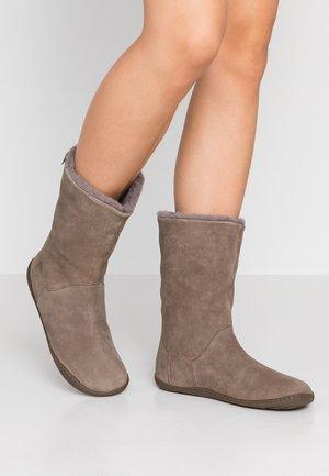PEU CAMI - Winter boots - grey