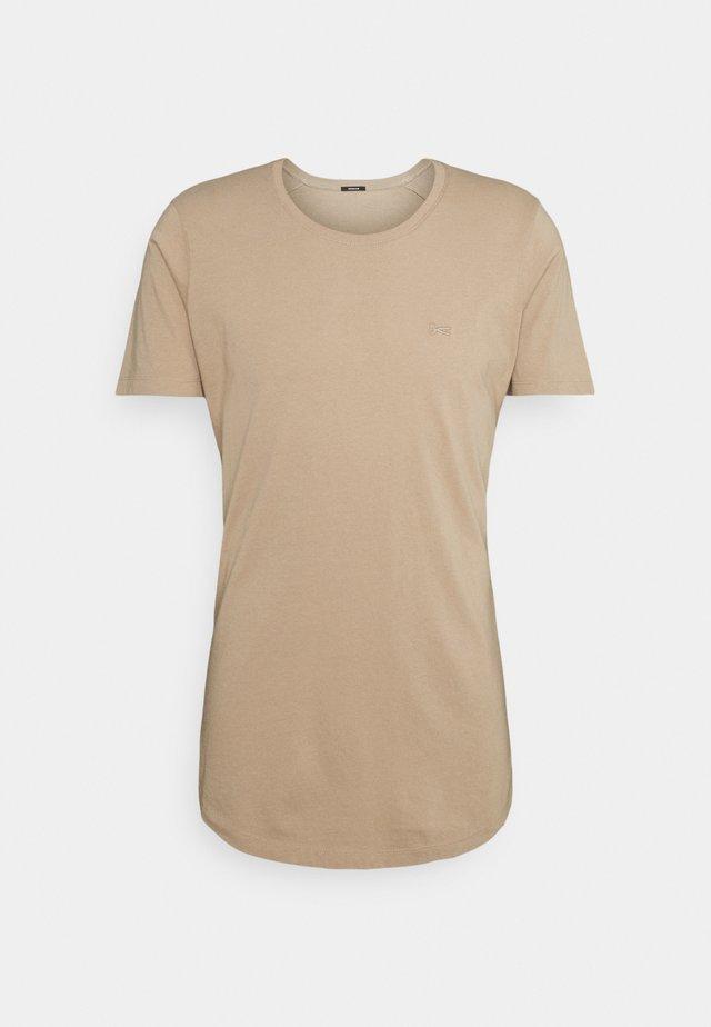 LUIS TEE MOJ - Basic T-shirt - sahara