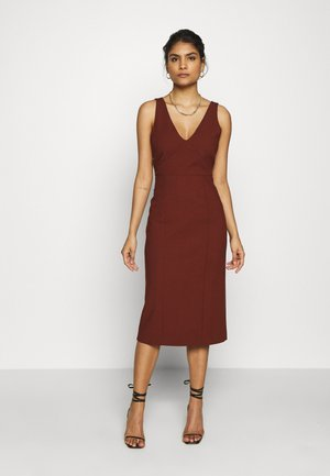 BODYCON DRESS - Shift dress - chestnut