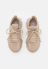 Steve Madden - MAXILLA - Sneakers laag - rose gold - 5