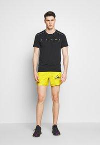 Nike Performance - DRY MILER - Camiseta estampada - black/reflective silver - 1