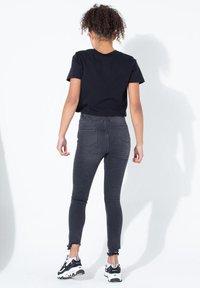 Hype - Print T-shirt - black - 2