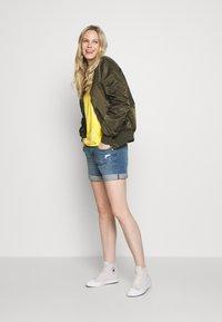GAP - MED CINCA DEST - Denim shorts - medium indigo - 1