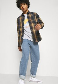 Vintage Supply - TROUSERS - Straight leg jeans - light wash - 3