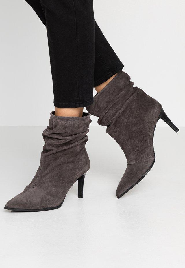CLAIRE - Classic ankle boots - melancana