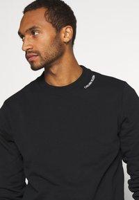 Calvin Klein - NECKLINE LOGO - Sweatshirt - black - 3