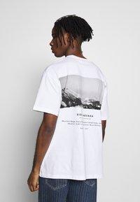 Topman - SIERRA NEVADA PRINT TEE - T-shirt imprimé - white - 2