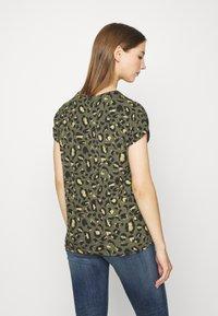ONLY - ONLMOSTER - T-shirts med print - grape leaf/green - 2