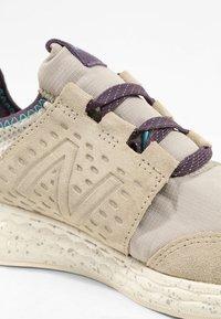 New Balance - FRESH FOAM CRUZ PROTECT - Chaussures de running neutres - aluminium - 5