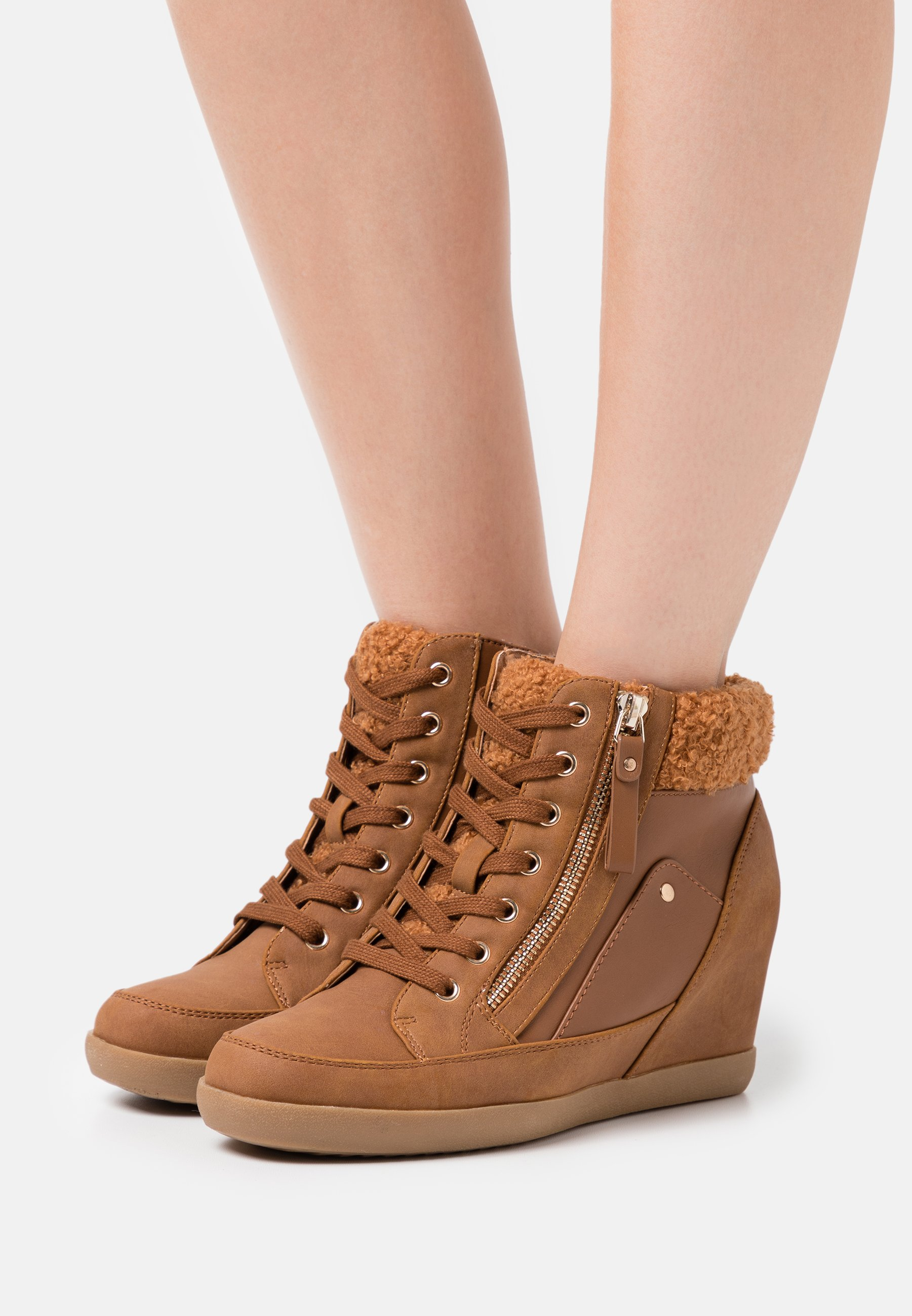Women High-top trainers