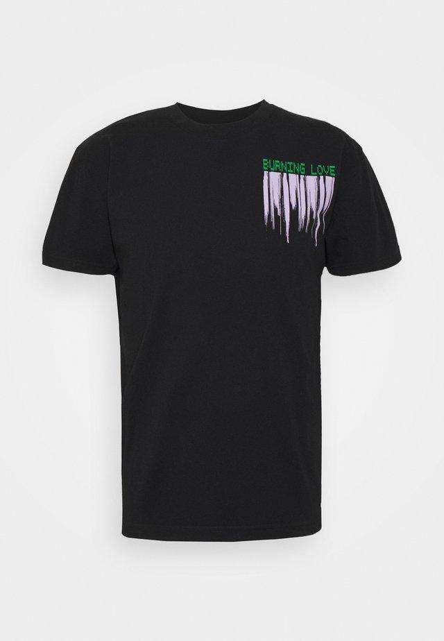 BURNING LOVE TEE - T-shirt print - black