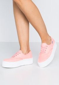Victoria Shoes - Trainers - coral - 0