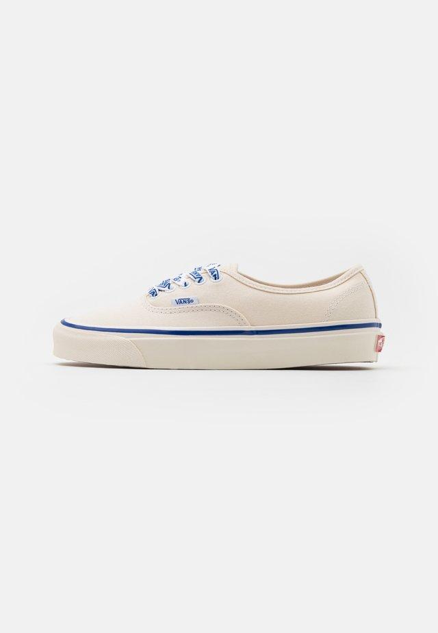 ANAHEIM AUTHENTIC 44 DX UNISEX - Zapatillas - white/blue