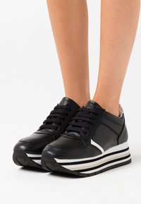 LOVE OUR PLANET by NOVI - HERA - Trainers - black/white - 0