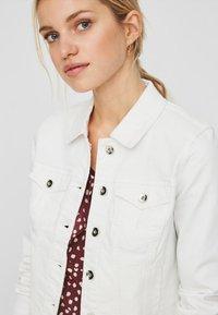 Vero Moda - VMHOT SOYA  - Denim jacket - white - 2