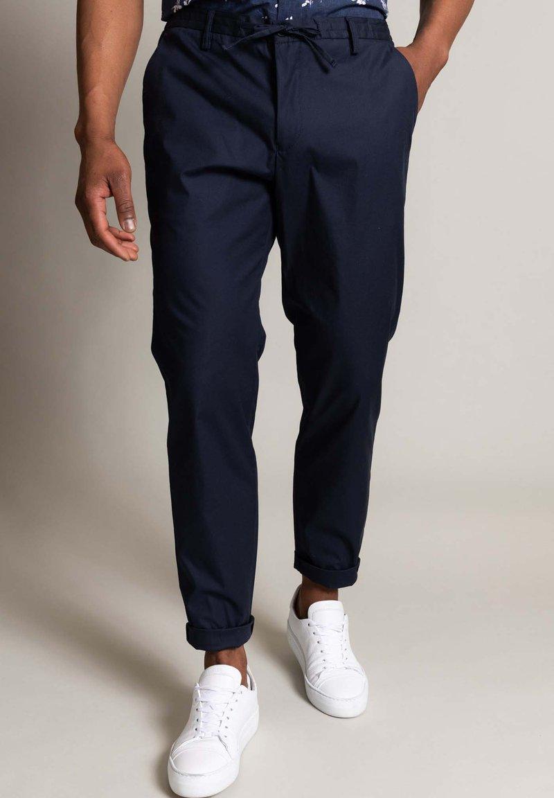 WORMLAND - Trousers - marine