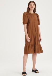Eksept by Shoeby - HAZEL DRESS - Day dress - brown - 0