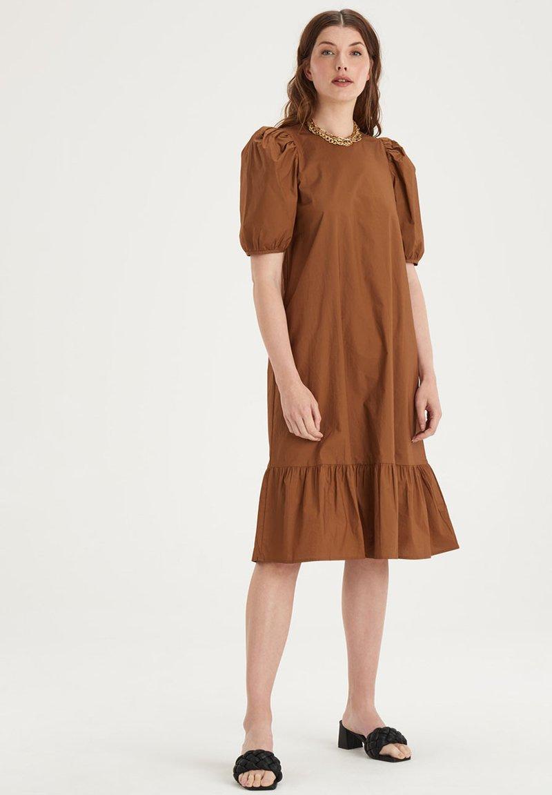 Eksept by Shoeby - HAZEL DRESS - Day dress - brown