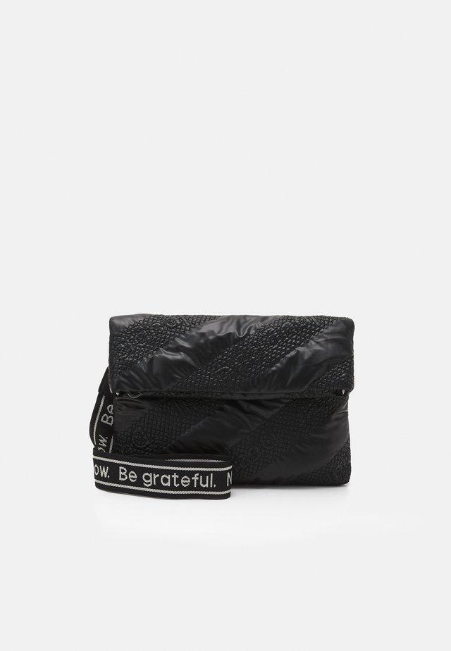 BOLS TAIPEI MIAMI - Taška spříčným popruhem - black