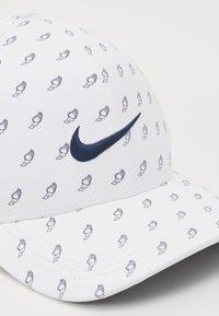 Nike Golf - NIKE AEROBILL CLASSIC99 GOLFCAP - Caps - white/anthracite/obsidian - 3