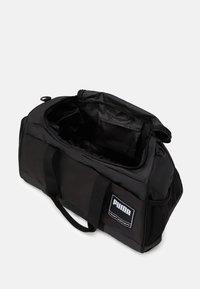 Puma - GYM DUFFLE - Treningsbag - black - 2